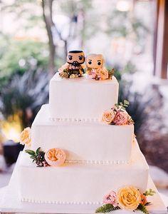 Cheguem mais, fãs de Game of Thrones! Estes lindos bonequinhos de topo de bolo são o Khal Drogo e sua amada Khaleesi. Amamos!
