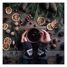 35 Ideas photography winter cozy christmas trees for 2019 Christmas Pine Cones, Christmas Mood, Christmas Ideas, Christmas Flatlay, Christmas Quotes, Santa Christmas, Christmas Shopping, Christmas Nails, Autumn Aesthetic