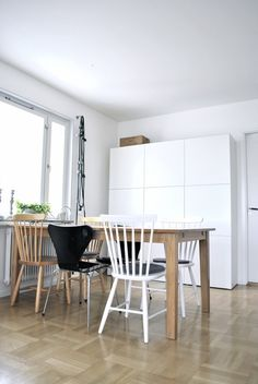 New storage from Ikea (Bestå) Dining Area, Dining Table, Kitchen Storage Hacks, Urban Furniture, Walk In Closet, Living Room Decor, Wall, House, Cook