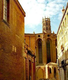 Pendant quelques minutes, vous etes dans un autre siecle. . .#11thCentury #basiliqueSaintSernin ⛪ #Toulouse #France  #medievale #villemédiévale 👑 Για λίγα λεπτά. . .Σε έναν άλλο αιώνα!