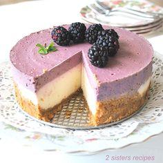 Layered Cheesecake Recipe, Non Bake Cheesecake, Maltesers Cheesecake, Sour Cream Cheesecake, Blackberry Cheesecake, How To Make Cheesecake, Homemade Cheesecake, Cheesecake Recipes, Dessert Recipes