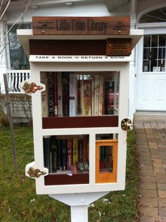 The Little Free Library in The Beaches, Toronto--Cool, must track this down. Mini Library, Little Library, Free Library, Library Ideas, Library Science, Science Student, Future Library, Little Free Libraries, Community Building