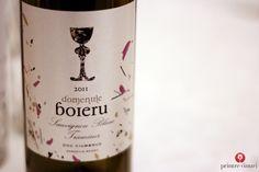 Sauvignon Blanc & Traminer 2011, Domeniile Boieru (Ciumbrud, Romania) Wine Bottle Design, Sauvignon Blanc, Dom, Wine Tasting, Romania, Drinks, Drinking, Beverages, Drink