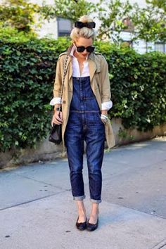 These Cuffed overalls and beige parka makes utility wear look chic. Denim Fashion, Look Fashion, Daily Fashion, Winter Fashion, Fashion Outfits, Womens Fashion, Looks Jeans, Moda Outfits, Look Street Style