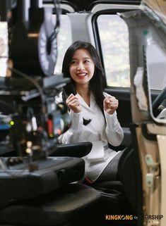 Behind the scenes of Kim Ji Won for Kia Ray cr:logo Korean Actresses, Korean Actors, Song Joon Ki, Instyle Magazine, Cosmopolitan Magazine, Kim Ji Won, Kim Woo Bin, Jessica Jung, Bae Suzy