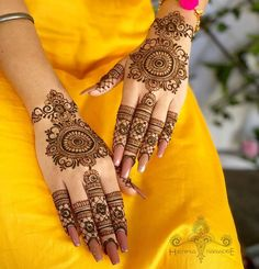 Simple Engagement Mehndi Designs 2020 Latest Images, in fashion everything is special for special occasions, designer collections are enough to get proper beauty especially there, where a huge gathering is present just to see you. Back Hand Mehndi Designs, Simple Arabic Mehndi Designs, Indian Mehndi Designs, Mehndi Designs 2018, Stylish Mehndi Designs, Mehndi Designs For Girls, Mehndi Designs For Beginners, Mehndi Design Photos, Wedding Mehndi Designs
