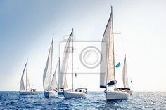 Fototapeta żaglowiec jachty z białymi żaglami - wyścig • PIXERS.pl