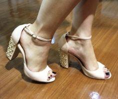 Sandálias com detalhe em cristais Guilhermina