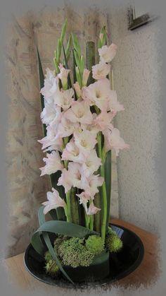 Bloemstuk met gladiolen