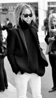 How to winterize white jeans--Winter Chic: 40 Stellar Street Style Outfits to Copy Now Winter Chic, Look Winter, Autumn Winter Fashion, Winter Layers, Fall Winter, Winter Style, Casual Winter, Winter Wear, Black And White Outfit
