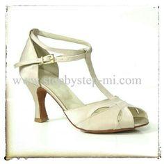 Sandalo semiaperto in raso cipria #stepbystep #scarpedaballo #danceshoes #tango #bachata #salsa  #sandali #sandal #sandals