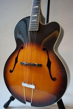 Chaki P-80 1970′s です。詳しくはこちら、 http://www.stringphonic.com/guitar/chaki.html
