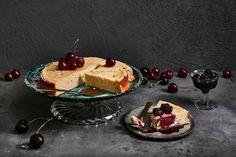 Ricotasta syntyy mehevä juustokakku, joka tarjotaan kirsikkakompotin kanssa. Ricottakakku mehevöityy säilytettäessä, joten voit valmistaa sen jo etukäteen. Noin 1,35€/annos.* Cheesecakes, Ricotta, Baked Goods, Pancakes, Pie, Baking, Breakfast, Desserts, Food