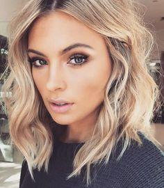 20 Stylish Short Hairstyles for Wavy Hair: Shoulder Length Blonde Hair; Hair Day, New Hair, Pelo Midi, Medium Hair Styles, Short Hair Styles, Should Length Hair Styles, Gorgeous Hair, Gorgeous Makeup, Beautiful