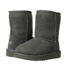 The UGG Kids Classic Boot in Chestnut Brown provides all the same features and benefits as the grownup style but sized for your little one. The lightweight EVA outsole and genuine Twinface sheepskin p
