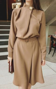 30 Evening Street Style Outfits For Starting Your Winter – Hijab Fashion Look Fashion, Hijab Fashion, Trendy Fashion, Fashion Dresses, Fashion Design, Classy Fashion, Fashion Ideas, Fashion Clothes, Womens Fashion