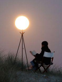 【合成一切なし】月がバスケットボールや風船に!?錯覚を使った幻想的なアート写真15連発 | IRORIO(イロリオ) - 海外ニュース・国内ニュースで井戸端会議