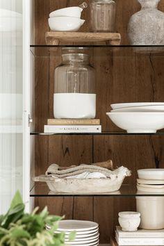 Styling Bookshelves, Bookcases, Cottage Kitchens, Cottage Homes, Modern Cottage Decor, Open Plan Kitchen Dining Living, Bathroom Design Inspiration, Decorating Coffee Tables, Kitchen Shelves