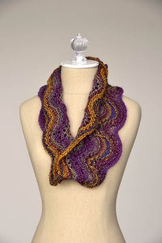 Free knitting pattern - Wave Cowl in Classic Shades Metallic