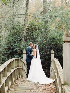 Legacy Fall Wedding at Old Edwards Inn | North Carolina Real Weddings - AMANDA OLIVIA PHOTOGRAPHY | Magnolia Rouge: Fine Art Wedding Blog | Romantic Wedding Photos | Wedding Dresses | Fall Wedding