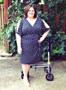blogger authentically emma in some Gwynnie Bee clothing. Gwynnie Bee is plus size clothing netflix style