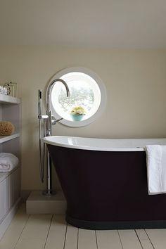 Bathroom Painted In Farrow & Ball White Tie, Pelt And Cornforth White Farrow Ball, Farrow And Ball Paint, Best White Paint, White Paint Colors, White Paints, Neutral Paint, Dark Colors, Bad Inspiration, Bathroom Inspiration