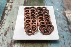 Chocolate covered pretzels so good they should come with a warning! #cantstopatone #chocolatepretzels #pretzels #darkchocolate #milkchocolate #dessert #snack