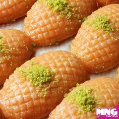 Usbu Zainab (Zainab fingers) Iftar is never complete without serving Usbu Zainab as a dessert! Chicken Wing Recipes, Beef Recipes, Cake Recipes, Dessert Recipes, Desserts, Lebanese Recipes, Turkish Recipes, Spring Roll Pastry, Turkish Sweets