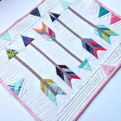 By Donna Fletcher Instagram themodernmaker Arrow pattern by quiet play Cotton and steel modern fabrics, Mini quilt for swaps Cute Quilts, Lap Quilts, Quilt Baby, Small Quilts, Mini Quilts, Quilting Projects, Quilting Designs, Sewing Projects, Sewing Crafts