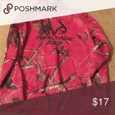 Real tree pink camo hoodie Realtors pink camo hoodie, size large. Very comfy and cute Realtree Tops Sweatshirts & Hoodies