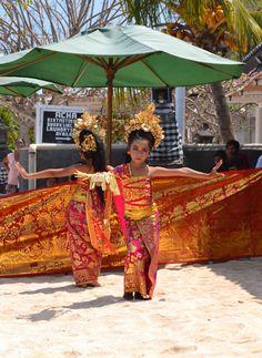 Traditional Bali dancers