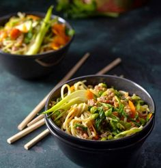 Chow Mein, Chow Chow, Plant Based Breakfast, Asian Recipes, Ethnic Recipes, Japchae, Nom Nom, Cooking, Japanese