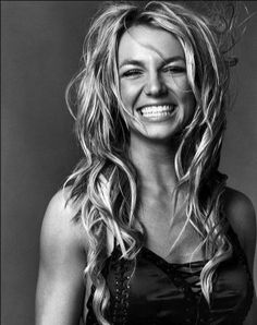 I miss old Britney. I wish she still smiled like this.