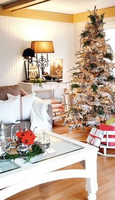 holiday-interior-silver-gold.jpg