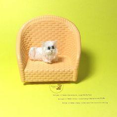 #Crochet #miniart #miniature #amigurumi #cute #cat#pet #dollhouse #craft #handmade by#Amigurumibyme #artist #thailand #โครเชต #งานฝมอ #ตกตาถก #ตกตาจว by amigurumibyme