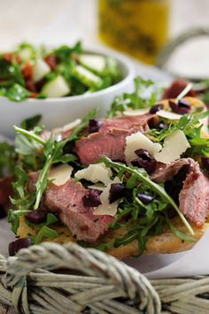 Ideal light lunch or snack. Beef rump sirloin or rump strips on a ciabatta base with sundried tomato dressing. Beef Rump, Beef Sirloin, Easy Steak Recipes, Cooking Recipes, Herb Oil Recipe, Parmesan Pizza, Sun Dried Tomato Sauce, Grass Fed Beef, Gastronomia