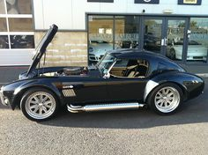 Shelby Cobra with hardtop Bugatti, Lamborghini, Ferrari, Us Cars, Sport Cars, My Dream Car, Dream Cars, Ac Cobra 427, Hot Rods