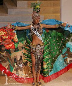 Miss Universe 2006, Zuleyka Rivera. Traje típico alusivo a la Diosa Taína Atabey.