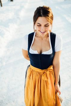 Take a look at the best dress for Oktoberfest in the photos below and get ideas for your own outfits! Anatomy of a dirndl at Oktoberfest in Munich, Germany Octoberfest Costume, Costume Oktoberfest, Womens Oktoberfest Outfit, Cute Dress Outfits, Cute Dresses, Cool Outfits, Drindl Dress, The Dress, Fancy Dress For Teens