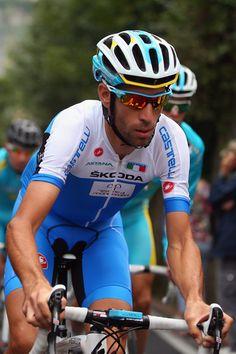 Vincenzo Nibali (n. Mesina, 14 de noviembre de 1984) es un ciclista italiano, profesional desde 2005 y actualmente en el equipo Astana. Es apodado El Tiburón del Estrecho, en referencia al estrecho de Mesina.