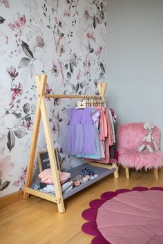 Montessori Teepee Style Clothing Rack with Storage Kids Clothes Storage, Diy Clothes Rack, Kids Storage, Shoe Storage, Wood Clothing Rack, Kids Clothing Rack, Clothing Storage, Vendor Displays, Craft Fair Displays