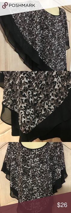Designer notations New elegant blouse 👚🦋 New elegant blouse with 🦋sleeves and round neckline beautiful stamped in animal print on the front small sequins in gold size 1x Notations Tops Blouses