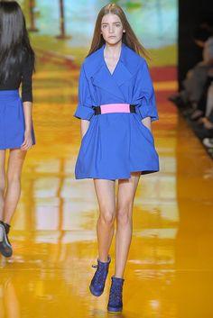 DKNY Spring 2009 Ready-to-Wear Fashion Show - Imogen Morris Clarke