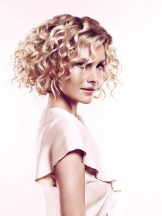 nice Idée coupe courte : Medium Curly Hairstyles 2012