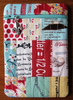 iPod Pouch | Flickr - Photo Sharing!  I really enjoy this color combo for a summer purse