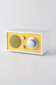 Tivoli Audio Model One AM/FM Radio. so retro. Radios, Tivoli Radio, Green Label, 3d Modelle, Home Deco, Dieter Rams, Model One, Yellow Submarine, Best Phone
