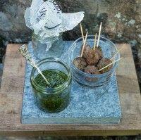 Nokkospesto ja jauhelihatikkarit