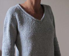Ravelry: Simple Summer Tweed Top Down V-Neck pattern by Heidi Kirrmaier - Knitting Jumper Knitting Pattern, Jumper Patterns, Knitting Stitches, Fall Patterns, Free Knitting Patterns For Women, Pull Bebe, Angora, Summer Knitting, Basic Tops