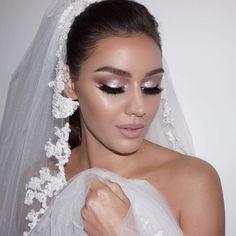 Ideia de maquiagem para noivas Diy Wedding Makeup, Bride Makeup, Wedding Make Up, Wedding Bride, Dream Wedding, Monochromatic Makeup, Beauty Makeup, Hair Makeup, Romantic Couples Photography