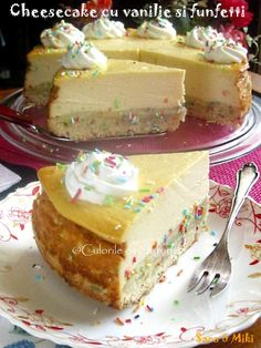 Ingrediente blat de biscuiti: * 200 g de biscuiti Petit Beurre * 100 g unt Cake Recipes, Dessert Recipes, Food Cakes, Cheesecakes, Kiwi, Vanilla Cake, Delicious Desserts, Gingerbread, Biscuits